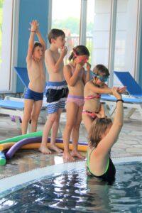 Letní pobytová akce ve spolupráci s Ranná péče Smečno. Karolína Havelková jako instruktor plavání.